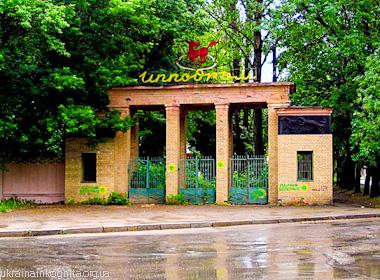 Главный вход ипподрома в Харькове