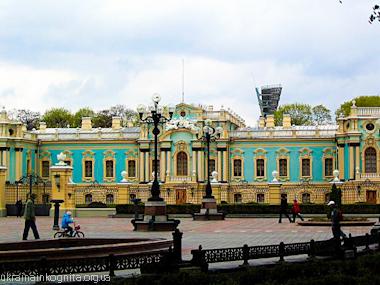 Главный фасад Мариинского дворца в Киеве