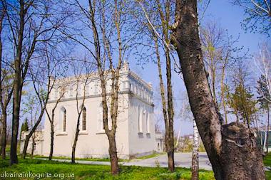 Гусятинская синагога (юго-восточный фасад)