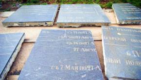 Памятные плиты севастопольского Свято-Никольского храма