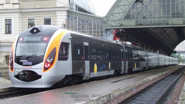 Скорые поезда Интерсити+ полупустыми выходя из Крыма